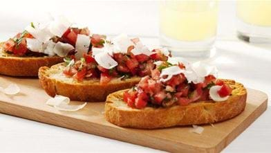 Bruschetta met cocktail-trostomaten